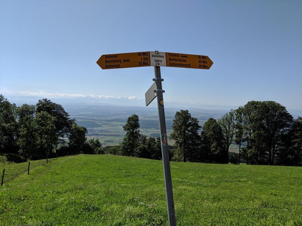 Wegzeichen im Jura
